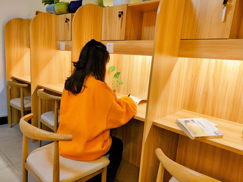 自贡得到共享自习室:别在家磨洋工了,来这里高效学习 商业资讯 第1张
