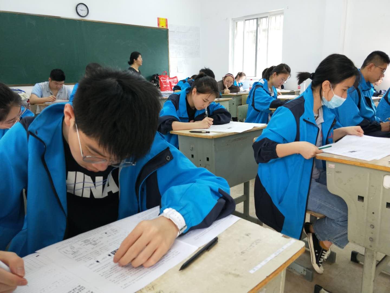 中考失利,选择职高还是民办高中,不少考生很迷茫,其实还可以在杭州中考复读